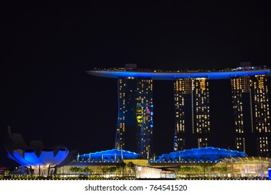 SINGAPORE-19 Nov 2017: Nightly performances in Singapore Popular in the visit is a lot of tourists. Because it is very beautiful and exciting.
