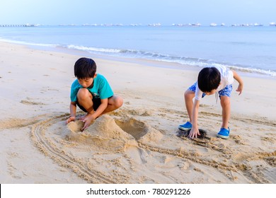 SINGAPORE-20 DEC 2017: children play sand in East Coast park