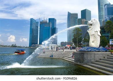 SINGAPORE-AUG.21: The Merlion fountain and Singapore skyline on Aug 21,2011. Merlion is a mythical creature with the head of a lion and the body of a fish,and is seen as a symbol of Singapore.