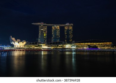 SINGAPORE-DEC 3, 2014 : Singapore skyline of marina bay in Singapore at night and laser show at marina bay sands hotel