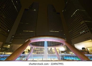 SINGAPORE-OCT 18: Fountain of Wealth with Suntec Towers at dusk on OCT 18,2014 in Singapore. Fountain of wealth is the biggest fountain in Singapore located Suntec Towers, SINGAPORE.
