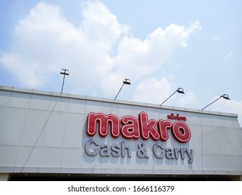 SingBuri, Thailand 7  March 2020 : Makro logo , Makro is a large wholesale store  in Thailand. people can buy surgical mask at makro.