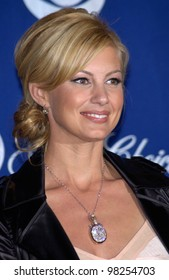 Singer FAITH HILL at the 29th Annual People's Choice Awards in Pasadena. 12JAN2003.   Paul Smith / Featureflash