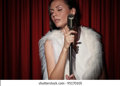 Singer in vintage style