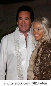 Singer WAYNE NEWTON & wife at the Billboard Music Awards at the MGM Grand, Las Vegas. 04DEC2001.  Paul Smith/Featureflash