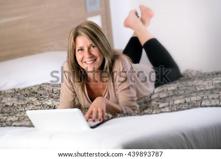 Guy cums in girls pussy
