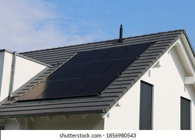 Einfamilienhaus mit Sonnensystem oder Fotovoltaik-Anlage