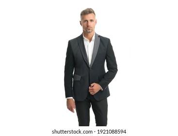 Einziger gut aussehender Typ mit stylischem Haarschnitt trägt formale Kleidung einzeln auf Weiß, Bachelor.