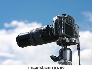 A single lens reflex camera mounted on a tripod.