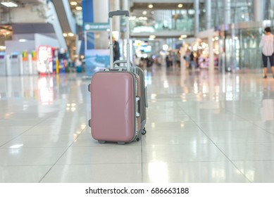 Single luggage on floor at the airport with beautiful bokeh background,travling concept.