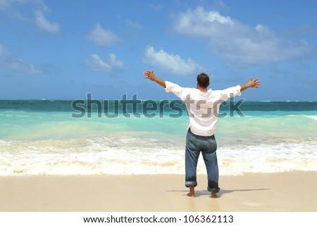 Man single rake beach