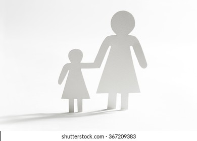 Single mother with daughter, paper figures
