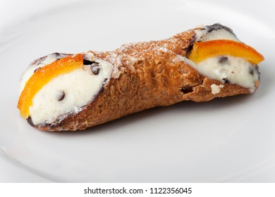 single sweet cannolo from sicily
