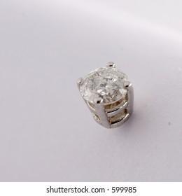 single white gold diamond earring