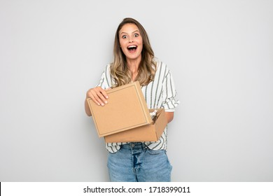 single woman reciving an order that si did online, ecommerce is the new business, happy to do shopping from home. Reciving or sending goods with delivery company. Happy client that recive her percel