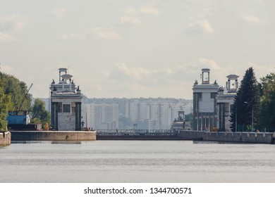 single-chamber navigable gates located on the Moscow canal in Tushinsky district, sluice gates in the North-West of Moscow, the construction of the Soviet era
