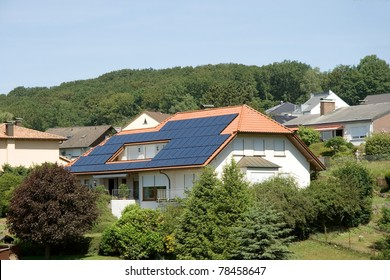 Single-family dwelling with solar on the roof n Germany