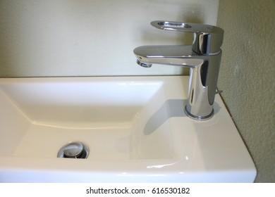 Sink. 2017.
