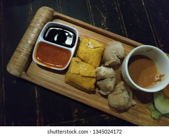 Siomay Bandung, siomay is a fish cake dumpling with additional potatoes, eggs and cabbage served with peanut sauce and chili, siomay itself comes from the Sundanese tribe that inhabits West Java