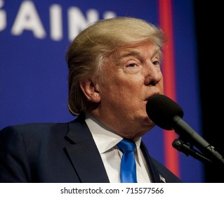 Sioux City, Iowa, USA, 6th November, 2016 Donald Trump delivers remarks to an overflow crowd of 5000 supporters that packed the Sioux CIty, convention center this morning.