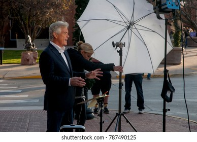 Sioux CIty Iowa, USA, 6th November, 2016 John Roberts FOX News correspondent does his morning report from outside the Sioux City convention center before the start of the Donald Trump rally there
