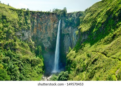 Sipiso piso waterfall on the north side of Lake Toba, near Medan, North Sumatra, Indonesia.