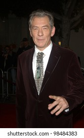 SIR IAN McKELLEN at the USA premiere of his new movie The Lord of the Rings: The Return of the King, in Los Angeles. December 3, 2003  Paul Smith / Featureflash