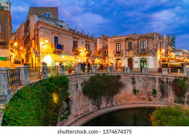 Siracusa, Sicily island, Italy: Night view of the fountain of Arethusa, Ortigia, Syracuse, a historic city on the island of Sicily, Italy