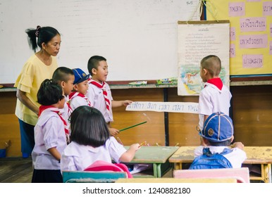 SISAKET THAILAND, SEPTEMBER 20,2018: Teacher and students at Ban samo School studying in the classroom with old white broad reading skill. Sisaket Province, Thailand Septemberl 20, 2018