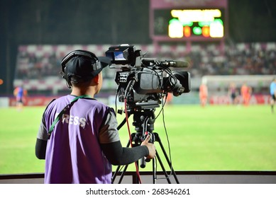 SISAKET THAILAND-APRIL 4: Cameraman during Thai Premier League between Sisaket FC and Thai Port FC at Sri Nakhon Lamduan Stadium on April 4,2015,Thailand