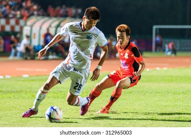 SISAKET THAILAND-APRIL 4: Lee Ho of Port FC (white) in action during Thai Premier League between Sisaket FC and Port FC at Sri Nakhon Lamduan Stadium on April 4,2015,Thailand