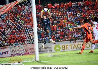 SISAKET THAILAND-AUGUST 19: T. Kawin (GK) of Muangthong UTD. in action during  Thai Premier League between Sisaket FC and SCG Muangthong united at Sri Nakhon Lamduan Stadium on August 19,2015,Thailand