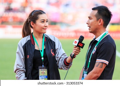 SISAKET THAILAND-MAY 3: Chamaiporn Heanprasert of True Sport reports before the game of Thai Premier League between Sisaket FC and Chiangrai Utd. at Sri Nakhon Lamduan Stadium on May 3,2015,Thailand