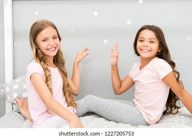 Sisters older or younger major factor in siblings having more positive emotions. Girls sisters spend pleasant time communicate in bedroom. Benefits having sister. Awesome perks of having sister.
