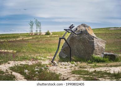 Sisyphus figure at Geisendorf Manor as symbol of tireless work
