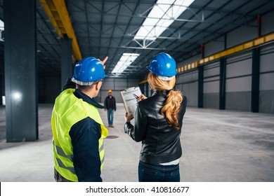 Site Inspector consulting with Construction worker
