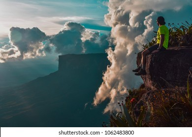 Sitting at the edge of maverick rock, the top of mount roraima, 20/09/2017