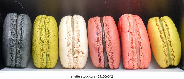 Six Macaroon dessert placed in box.