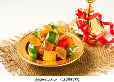 Ein Geschmack des 16. Jahrhunderts Traditional Türkische Hard-Colorful Candy ist in Vintage golden Schüssel