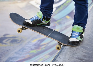 Skateboarder legs before jumping on the railing