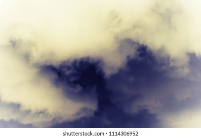 Skay with gray clouds