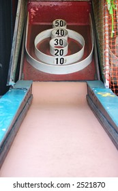 Skeeball Arcade: Roll the ball so it jumps into the points, a carnival game
