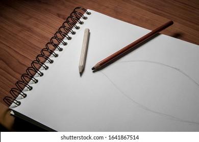 Sketchbook, pencils and sketch drawing, cuaderno de bocetos, lapices y boceto de un dibujo