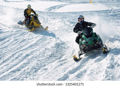 Skidoo racing - pursuit.