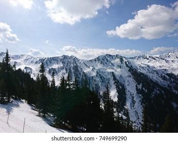 skiing in Austria Mountains