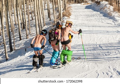 Skiing and snowboarding in style Hippie - naked