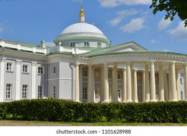 Sklifosovsky Research Institute of Emergency Medicine was founded in 1923 at site of Sheremetyevskaya hospital. Facade