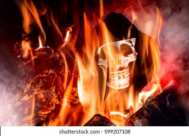 A skull between smoke and fire