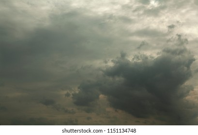 the sky and clouds change color in gray, before the rain falls, because there is a storm