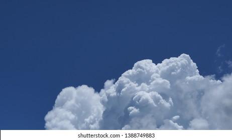 the sky of cumulonimbus background